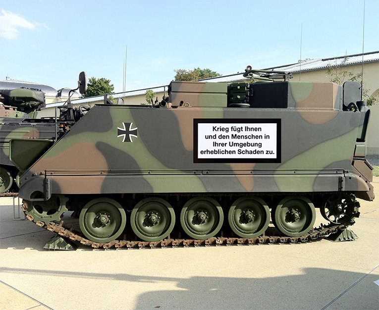 Warnhinweis auf Panzer